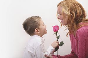 Как поздравить маму с днем рождения