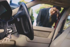 Как открыть машину без ключа