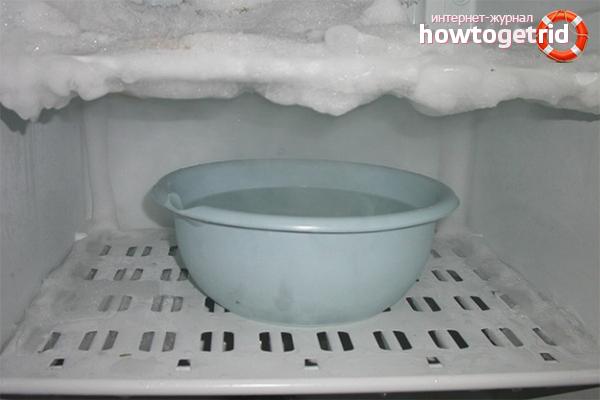 Разморозка холодильника кипятком