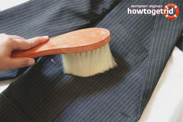 Как чистить пиджак из костюмной ткани