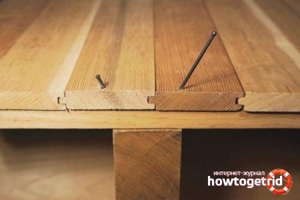 Hoe het kraken van een houten vloer in een appartement te verwijderen