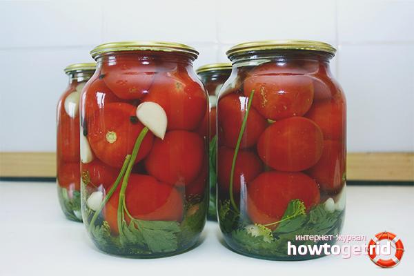 Как засолить помидоры на зиму в банках