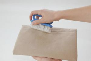 Как почистить замшевую сумку