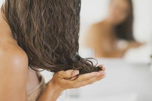 Как правильно смыть репейное масло с волос