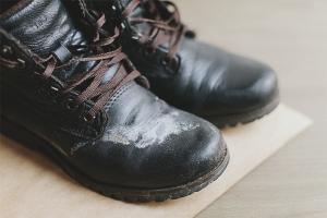 Как очистить обувь от соли