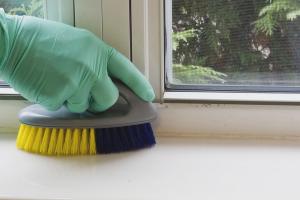 Как очистить пластиковый подоконник