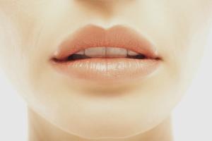 Как увлажнить губы