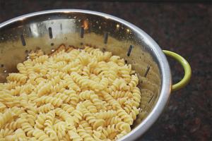 Как варить макароны, чтобы они не слипались