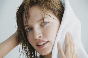 Как правильно сушить волосы после мытья