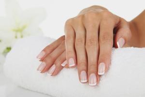 Как сделать ногти белыми