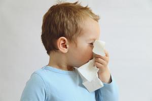 Как научить ребенка сморкаться