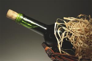 Как открыть бутылку вина без штопора