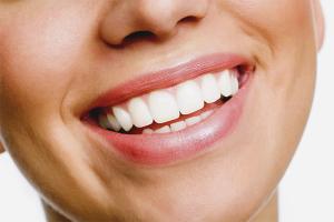Чем отбелить зубы