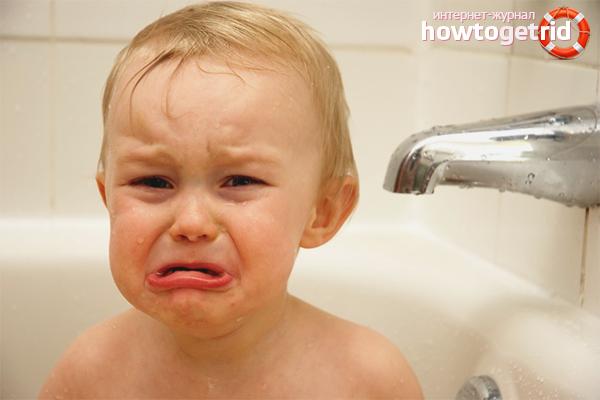 Ребенок боится купаться в ванной: что делать?