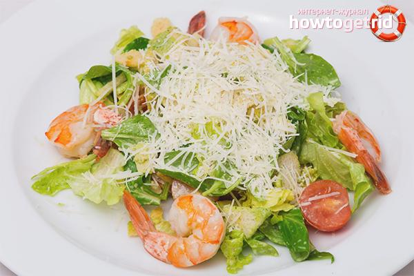 Салат с креветками «Цезарь»