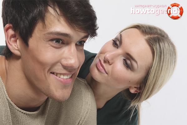 Как намекнуть парню на поцелуй: 5 способов