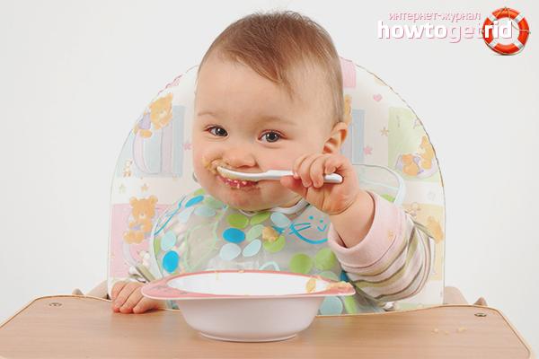 Как приучить ребенка самостоятельно есть ложкой