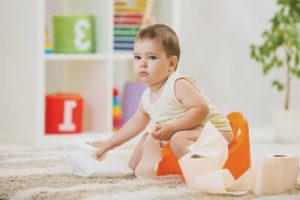 Что делать, если ребенок боится садиться на горшок