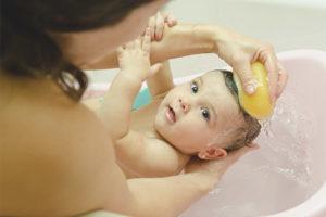 Можно ли купать ребенка после прививки