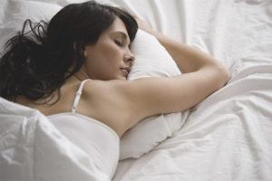 Можно ли спать на животе после родов