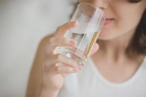 Через сколько после еды можно пить воду