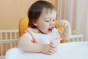 С какого возраста можно давать ребенку йогурт