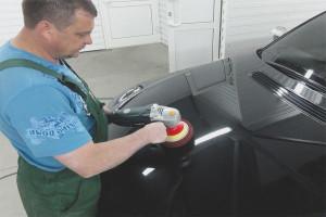 Как удалить царапины на машине