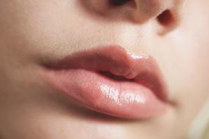 Как осветлить волосы над губой