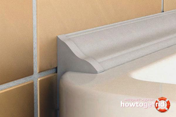 Заделка швов между ванной и стеной плинтусом