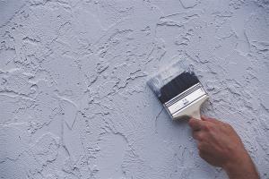 Как подготовить стену под жидкие обои