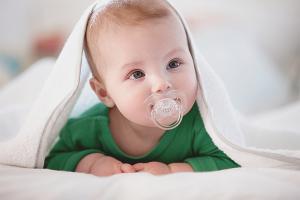 Как приучить ребенка к пустышке