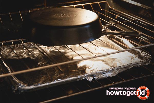Как прокалить чугунную сковороду в духовке