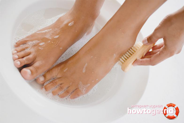 Водные процедуры от потливости стоп