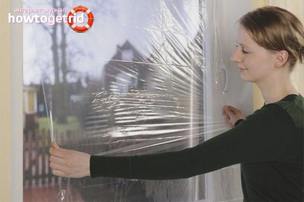 Оклеивание окна теплосберегающей пленкой