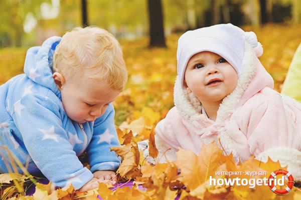 Как одевать на прогулку новорожденного осенью