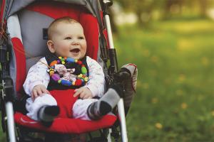 Как приучить ребенка к коляске