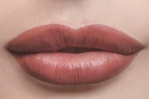 Как ухаживать за губами после татуажа губ