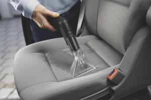 Как почистить сиденья автомобиля