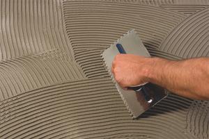 Как развести клей для плитки