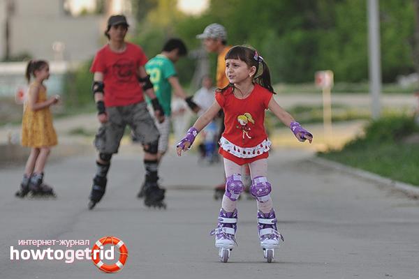 Первые шаги и движения на роликовых коньках