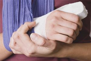 Как снять отек после перелома руки
