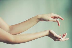 Как избавиться от волос на руках