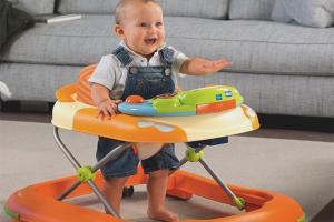 Как научить ребенка ходить в ходунках