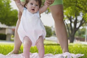 Как одевать новорожденного летом