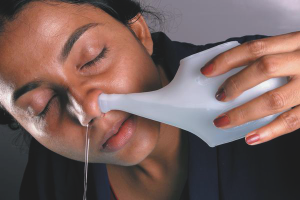 Как промывать нос солевым раствором