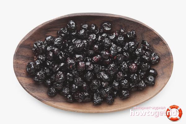 Как хранить сушеную черноплодную рябину
