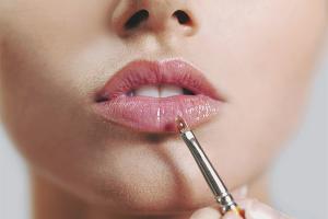 Как правильно красить тонкие губы