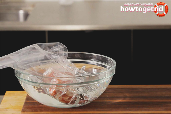 Как размораживать мясо в воде