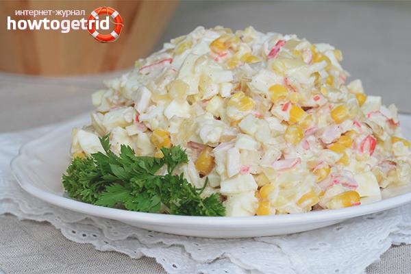 Крабовый салат с курицей и сыром