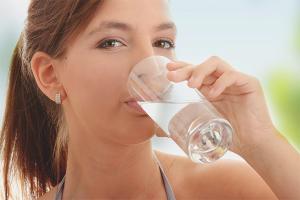 Как правильно пить воду в течении дня